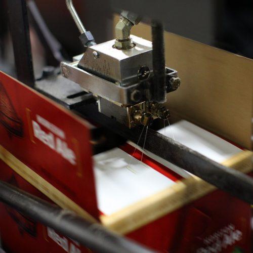 Системи за залепване на кутии и кашони и заливане на ел. компоненти